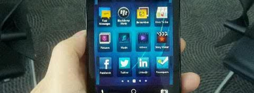 BlackBerry 10 L-series evaluation unit caught on camera yet again