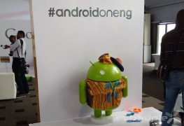 BugDroid wearing native Nigerian attire at the Android One launch in Nigeria.